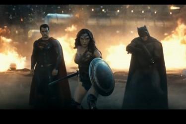 《蝙蝠侠大战超人:正义黎明 》官方预告第二弹…